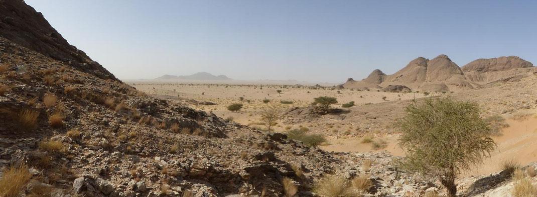 Djebel Deramane vu du Djebel Leglat ©Annie Garcin