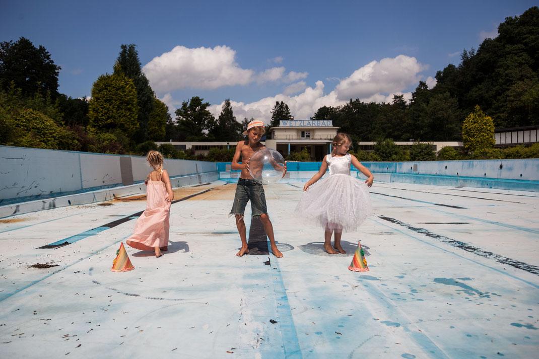 La danse dans la piscine, July 2014, Belgium