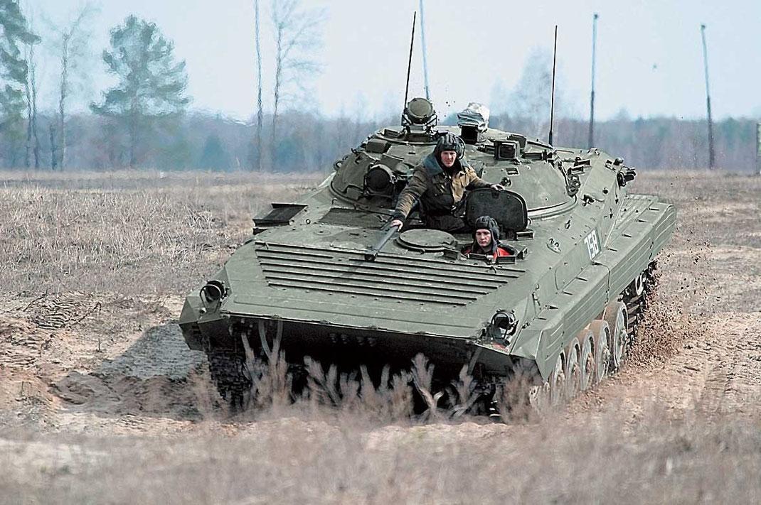 Les chars lourds ennemis sont maintenant hors de portée mais les blindés léger restent vulnérables