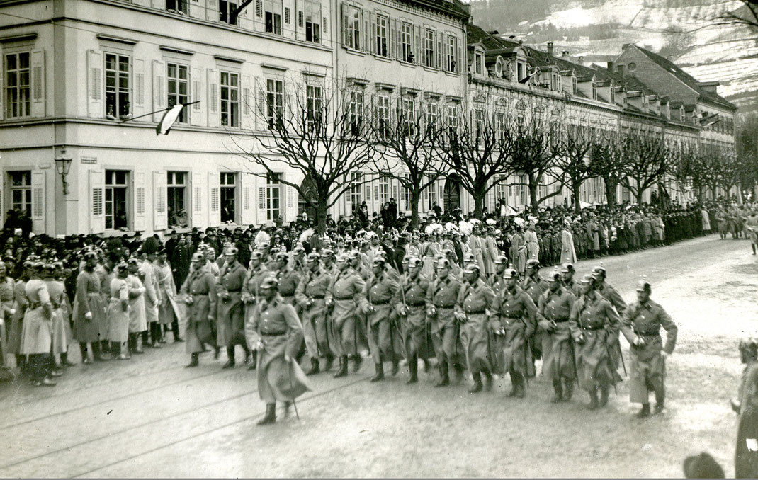 Parade am Holzmarkt (Bild: Archiv Oehler)