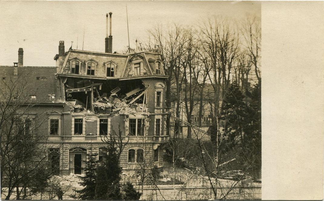Getroffenes Haus in der Rempartstraße 16 (Bild: Archiv Oehler)