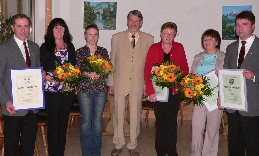 v.l. Werner Pilhöfer, Monika Milek, Andrea Hubl, Kreischorleiter Friedhelm Treiber, Marianne Hubl, Helga Hager und 1. Vorsitzender Wolfgang Blos