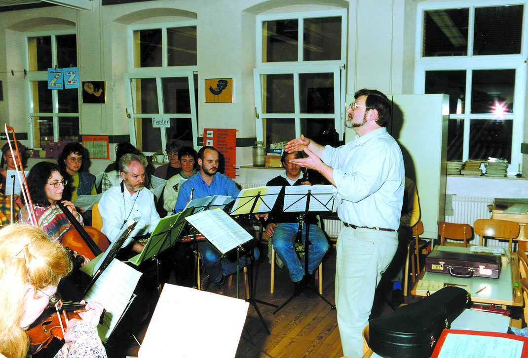 Chorprobe im Schulhaus für die Serenade 1996