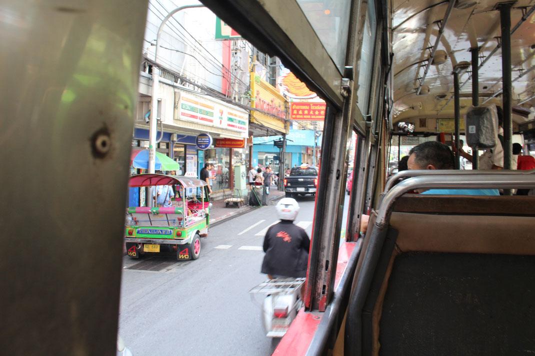 Déplacement en bus à Bangkok.