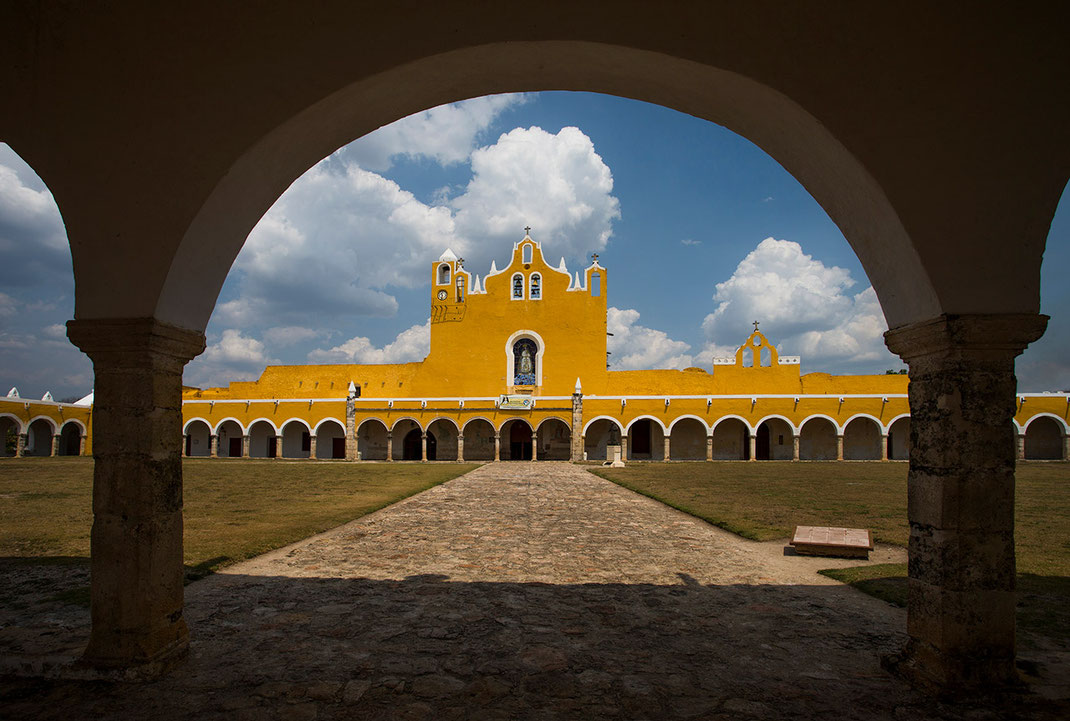 Yellow and white painted monastery with arcades and blue sky, Izamal, Yucatan Peninsula, Mexico, 1280x863px
