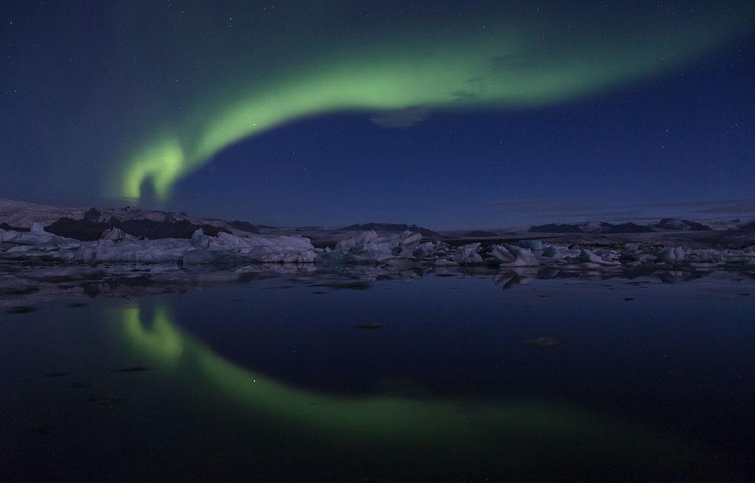 Aurora Borealis, Northern Lights at Jökulsárlón, Reflections in the Glacier Lagoon, Iceland, 1280x820px