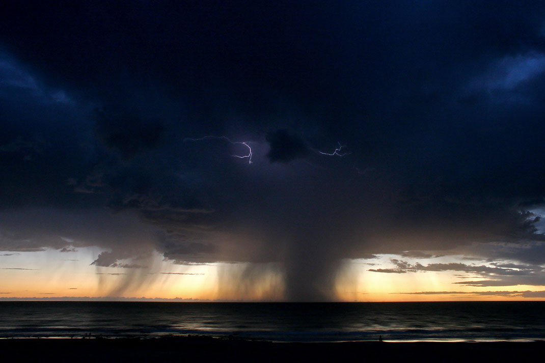 Thunderstorm with beautiful flashes in the clouds at the beach in Broome, Western Australia, Indian Ocean, 1280x853px