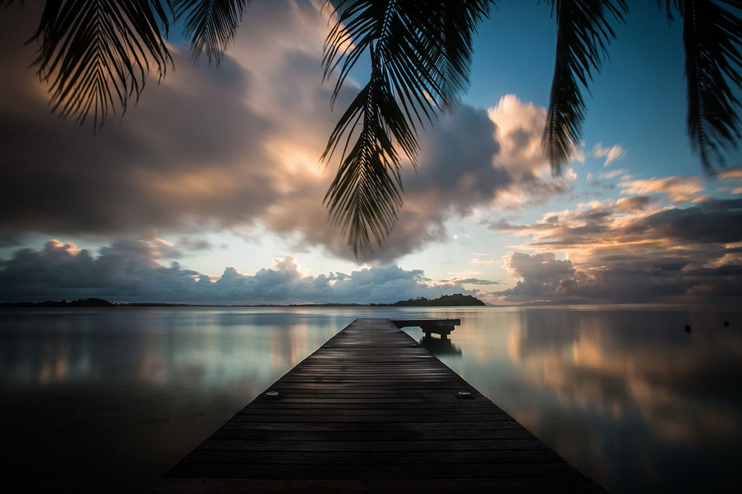 Sunrise at Maitai Hotel Jetty, beautiful soft and warm light, Bora Bora, South Pacific, French Polynesia, 1280x767px