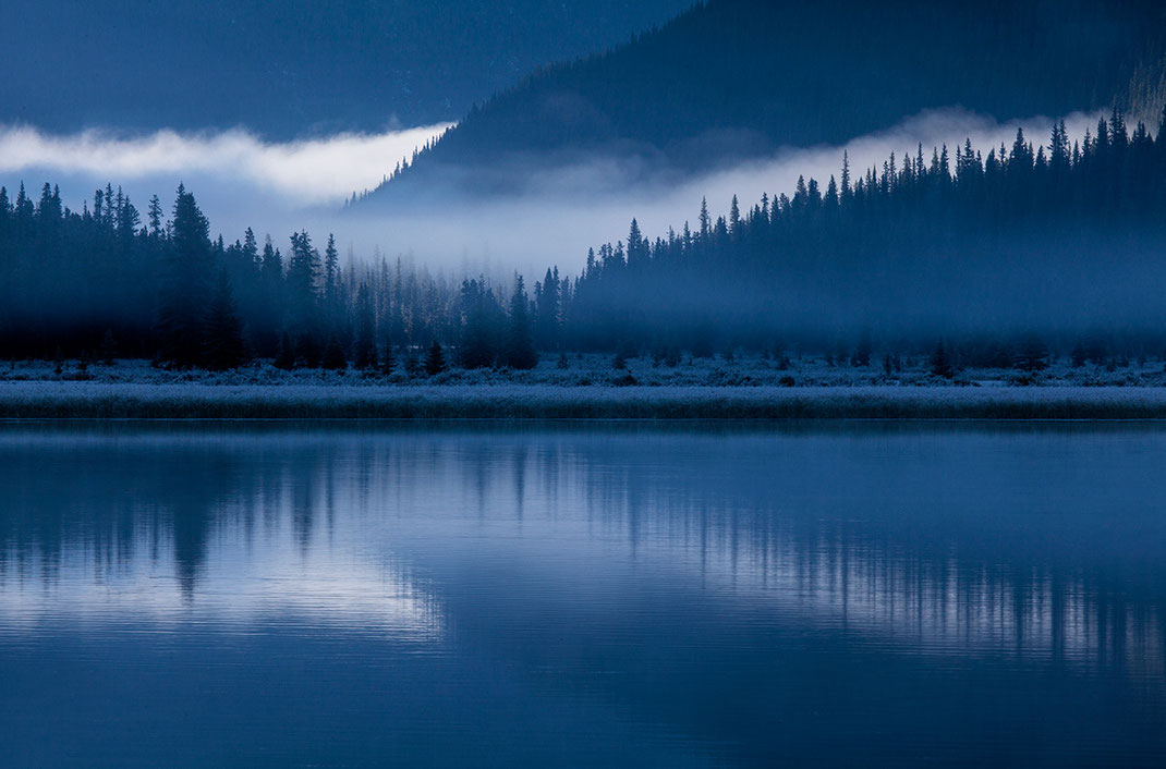 Frosty blue morning at Waterfowl Lake, fog and reflections, Banff National Park, Alberta, Canada, 1280x844px