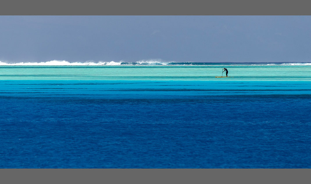 Beautiful turquoise water with a stand up paddle, outer reef, waves, Bora Bora, South Pacific, French Polynesia, 1280x756px
