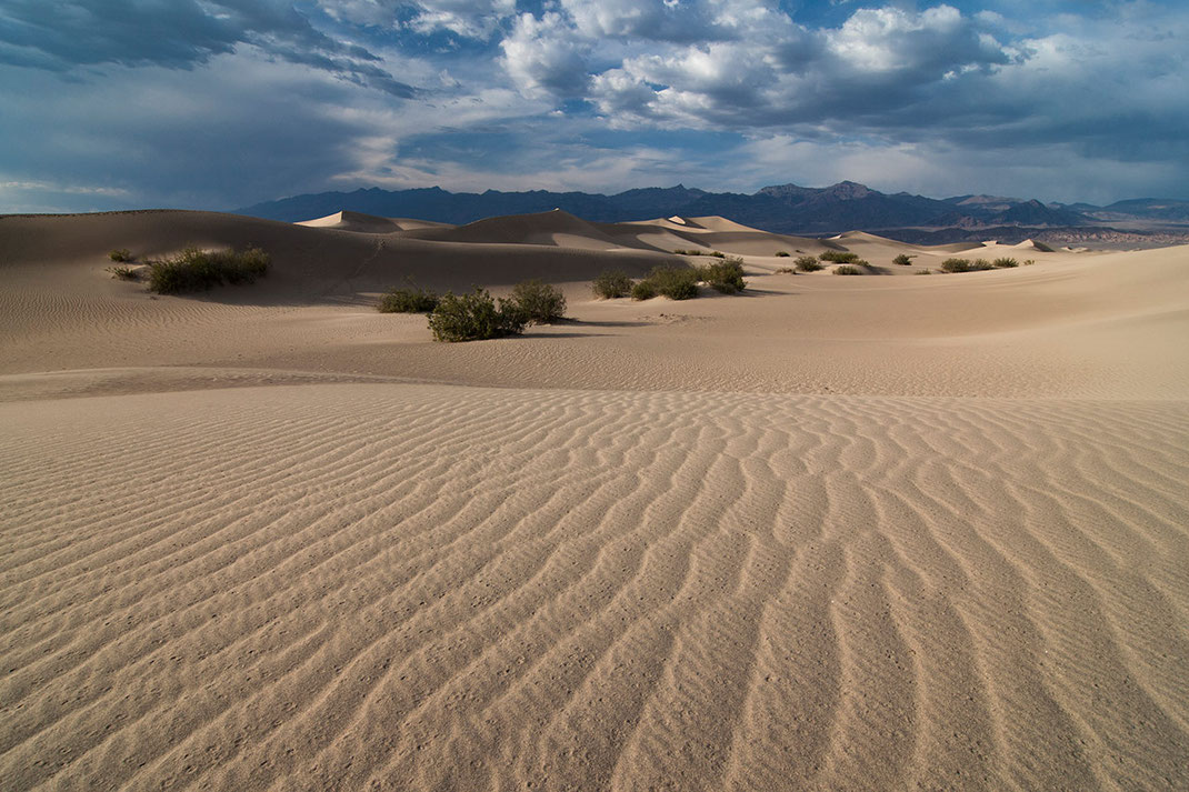 Beautiful structures of sand with rain drops, Stovepipe Wells, Death Valley National Park, California USA, 1280x853px
