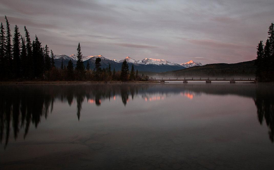 Beautiful glowing mountain tops at sunrise reflected in Pyramid lake, Japer National Park, Alberta, Canada, 1280x795px