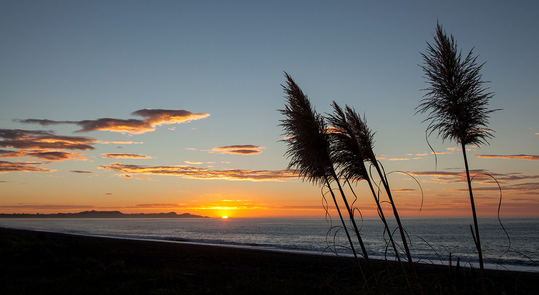 Beautiful Sunset at the Pacific Haast Beach, Southern Island, New Zealand, 1280x701px