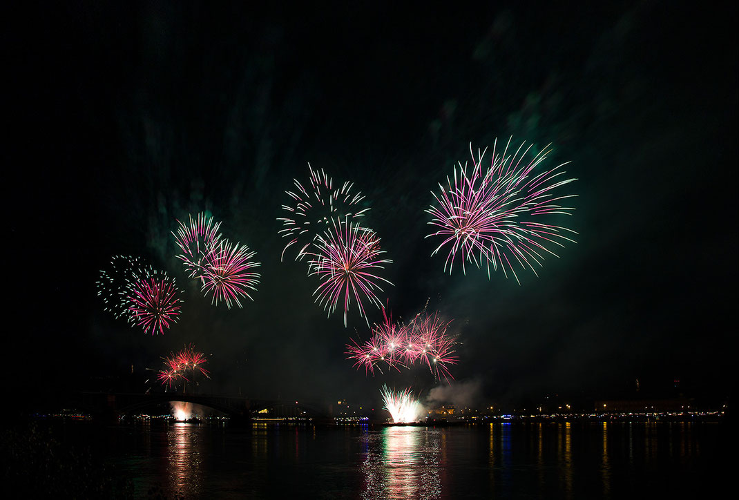 Fireworks during the event Mainzer Lichter, River Rhine, Germany, Long Exposure, 1280x866px