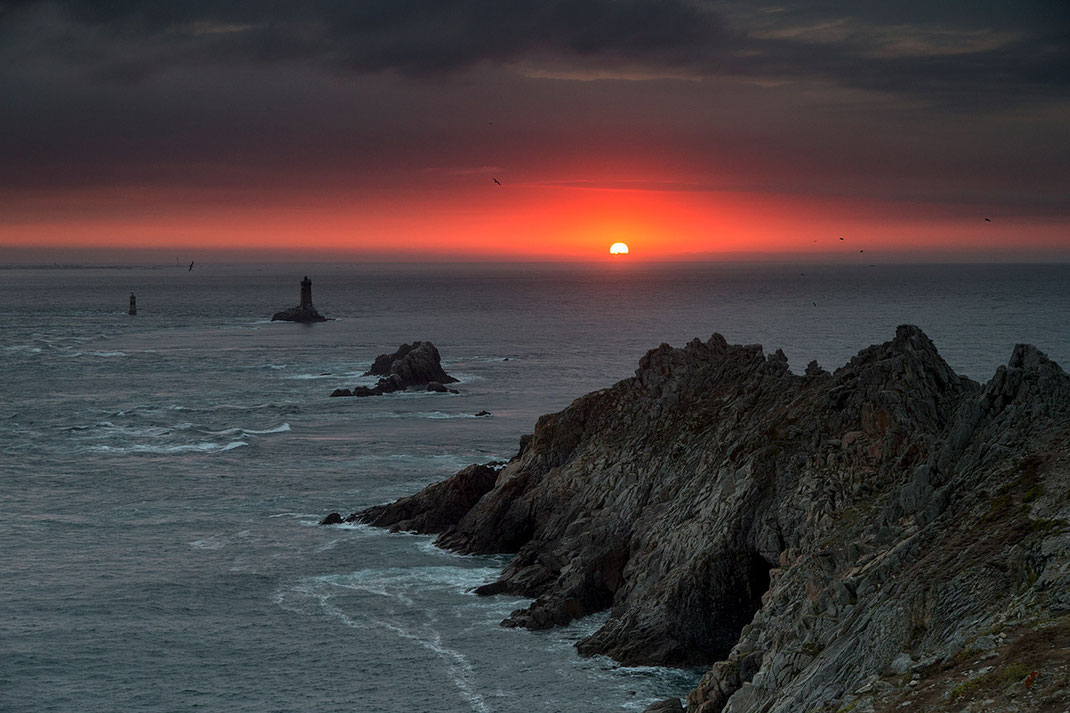 Sunset, Sun dropping in the Atlantic Ocean at the Coast, Pointe du Raz, Bretagne, Brittany, France