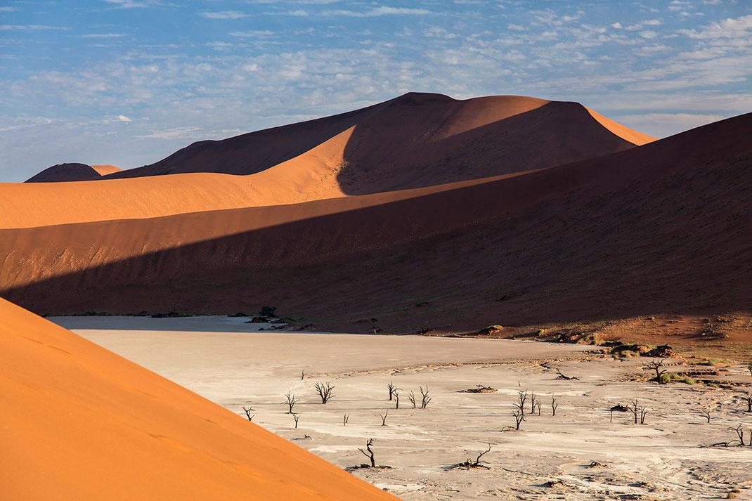 Dead Vlei with dead trees, Sossusvlei, Namibia Desert orange sand dunes, Namib Naukluft Park, Namibia, 1280x853px