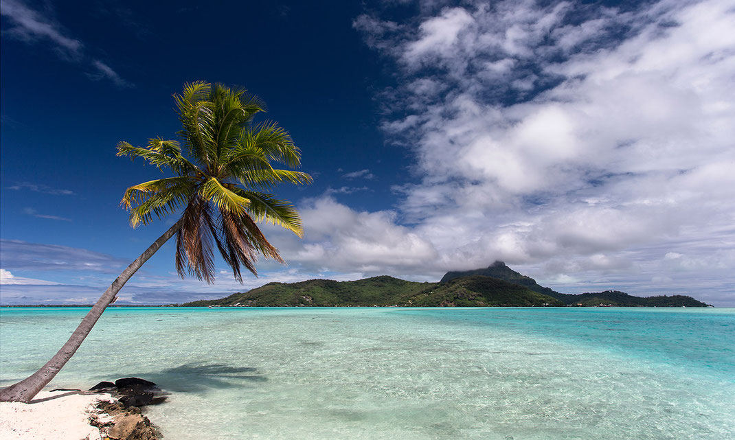 Beautiful Island, crystal clear turquoise water, Bora Bora, South Pacific, French Polynesia, 1280x767px