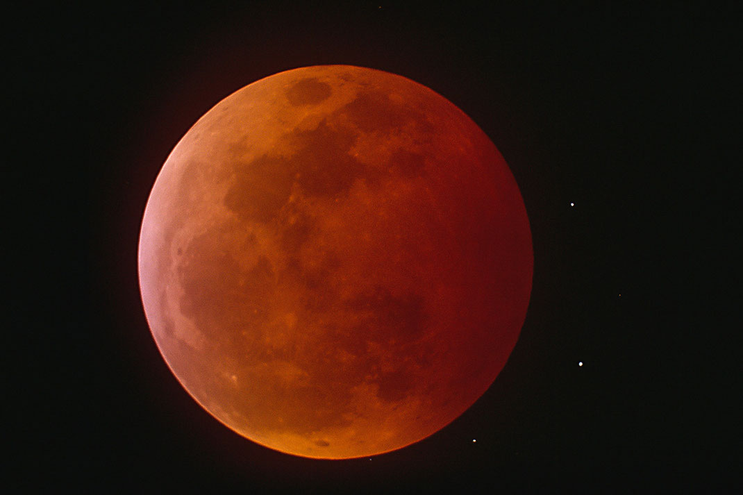 Total Lunar Eclipse with Stars, Meade LX 200 Telescope, Compressor, Scan from Slide Film, Kodak Elite Chrome, 1280x853px