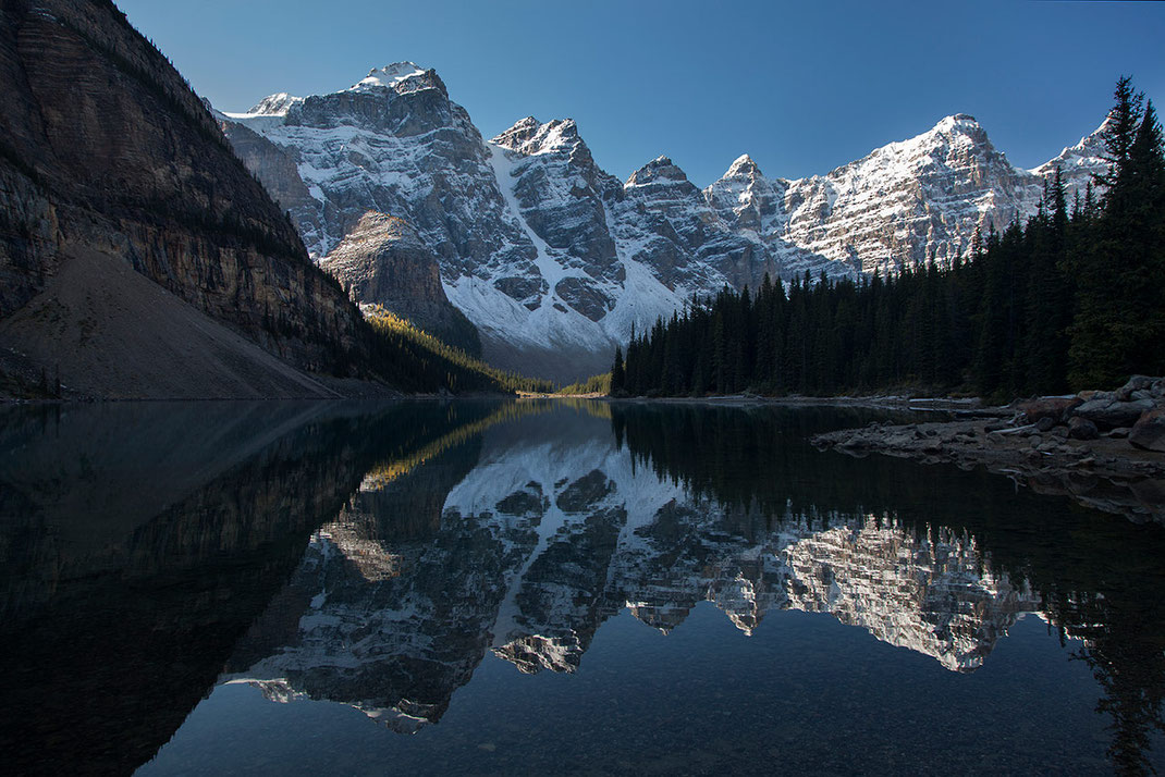 Beautiful Moraine lake in sunshine with beautiful reflections and snowy mountains, Banff National Park, Alberta, Canada, 1280x854px