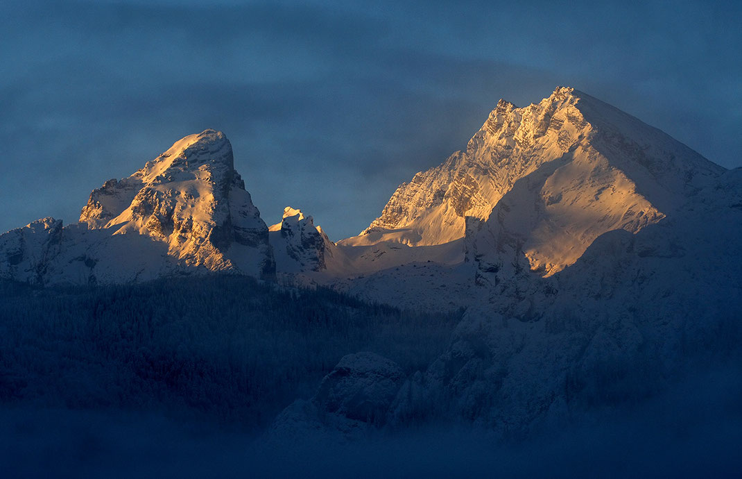 Glowing Mountain Tops at sunrise with golden and blue colors, Berchtesgaden, Alpes, Bavaria, Germany, Europe