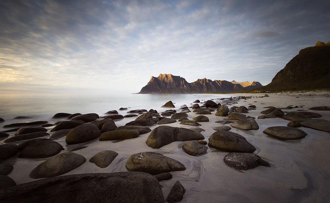 Beautiful sunset with rocks, sand beach and last light in mountains, Uttakleiv Beach, Lofoten Islands, Norway, 1280x788px