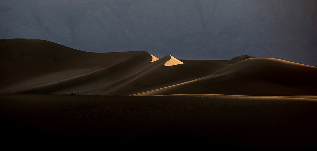 Beautiful last light on sand dunes, Stovepipe Wells, Death valley National Park, California USA, 1280x609px