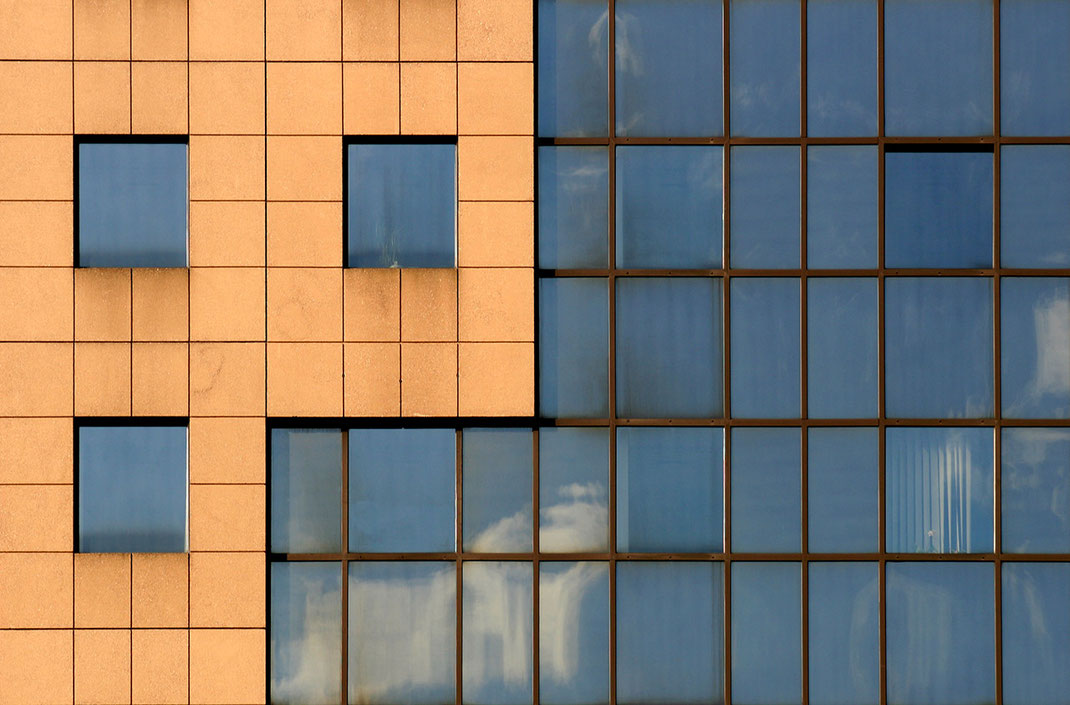 Stone and Glas Facade in Orange and Blue Colors, Frankfurt, Germany, 1280x843px