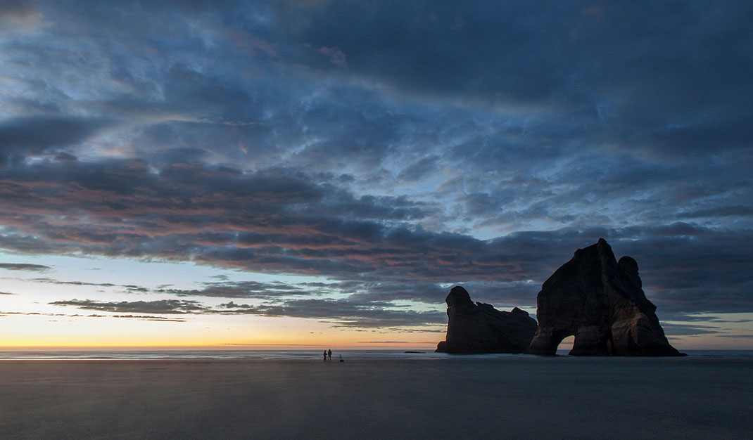 Wharariki Beach with amazing rocks, Cape Farewell, Southern Island, Pacific Ocean, New Zealand, 1280x749px