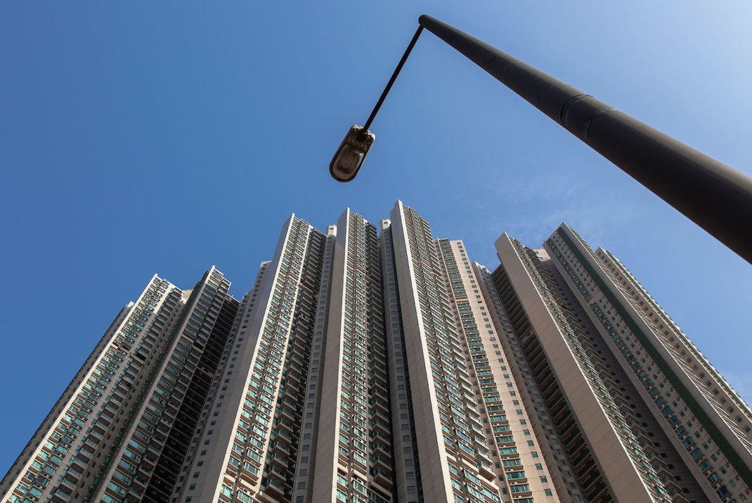 Hongkong Island apartments and a lamp in sky pointing perspective, China, 1280x857px