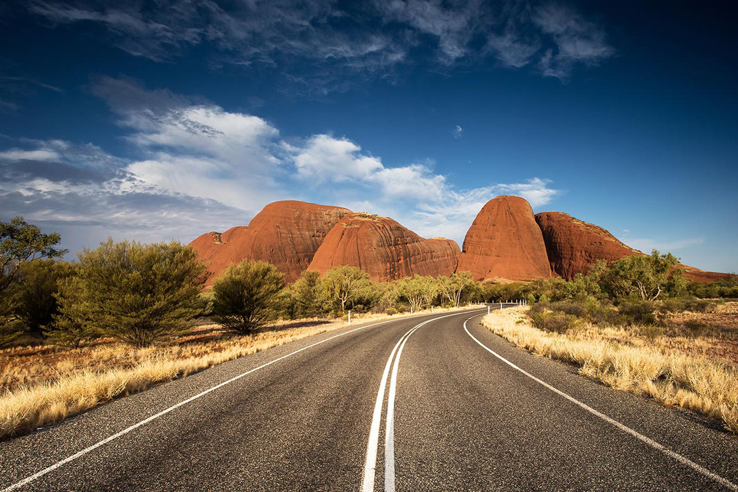 winding road leading to the red rocks of the Olgas - Kata Tjuta in the Northern Territory outback desert, Australia, 1280x853px