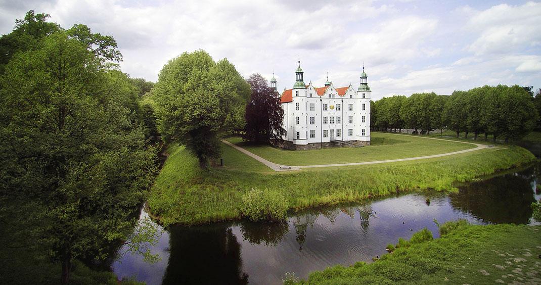 Drohnenaufnahme vom Ahrensburger Schloss, Fotograf Jürgen Müller