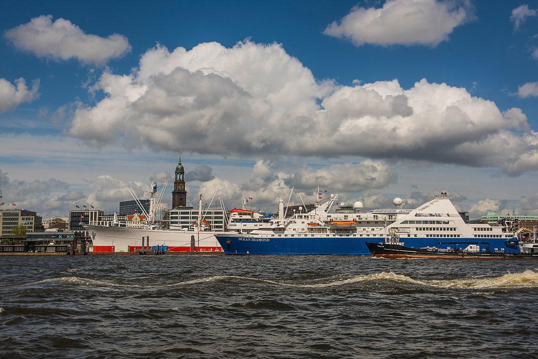 Hamburger Hafen vom König der Löwen gesehen