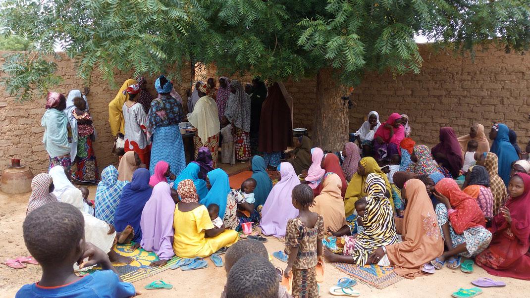 Démonstration culinaire lors de l'élaboration de la stratégie C4D alimentation du nourisson et du jeune enfant, Nigeria