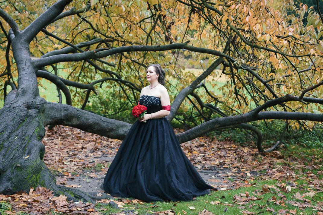 Hochzeit in scharzem Brautkleid, Kaisergarten Oberhausen, Braut