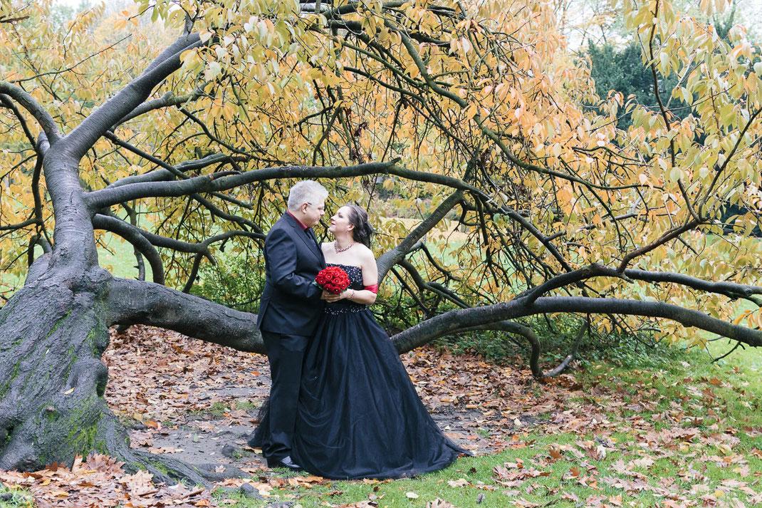 Hochzeit in scharzem Brautkleid, Kaisergarten Oberhausen, Braut, Bräutigam