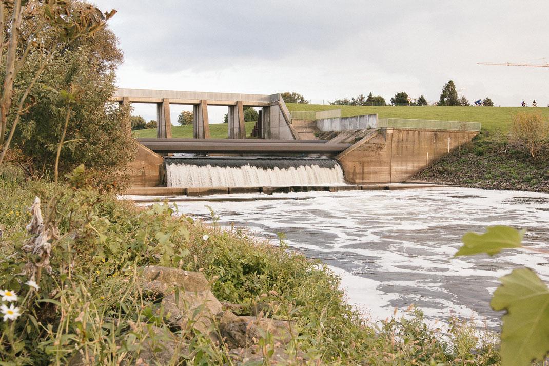 Mündungsbauwerk der Emscher. Emschermündung in den Rhein bei Dinslaken