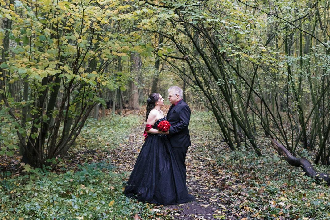 Hochzeit in scharzen Brautkleid, Kaisergarten Oberhausen