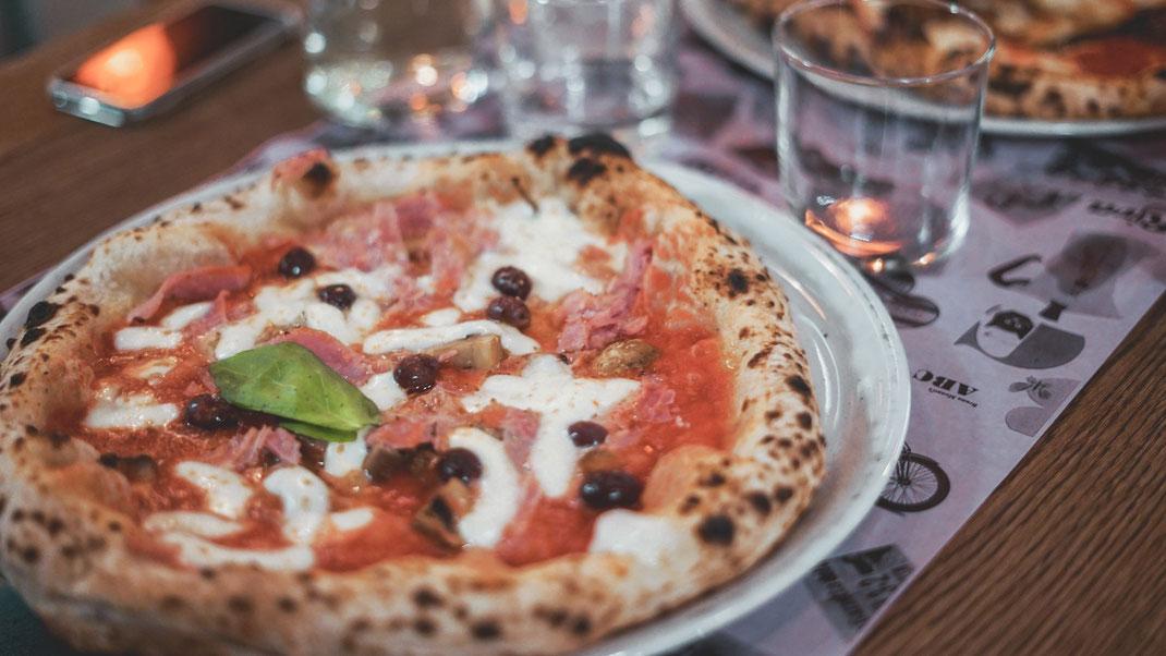Pizza Capricciosa ohne Artischocken