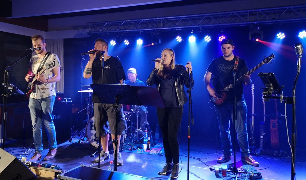 Knobifest Neudorf 2019 Helferfest. Live-Musik mit Rock- und Partyband Holy Smoke aus Hessen