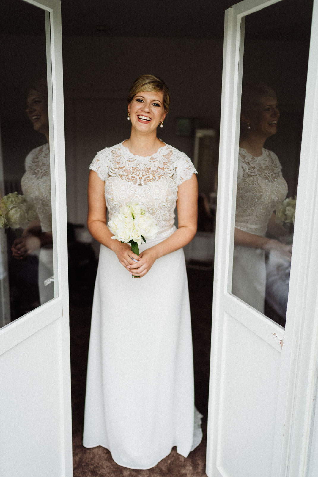 Braut Fenster Tür Balkon hübsch