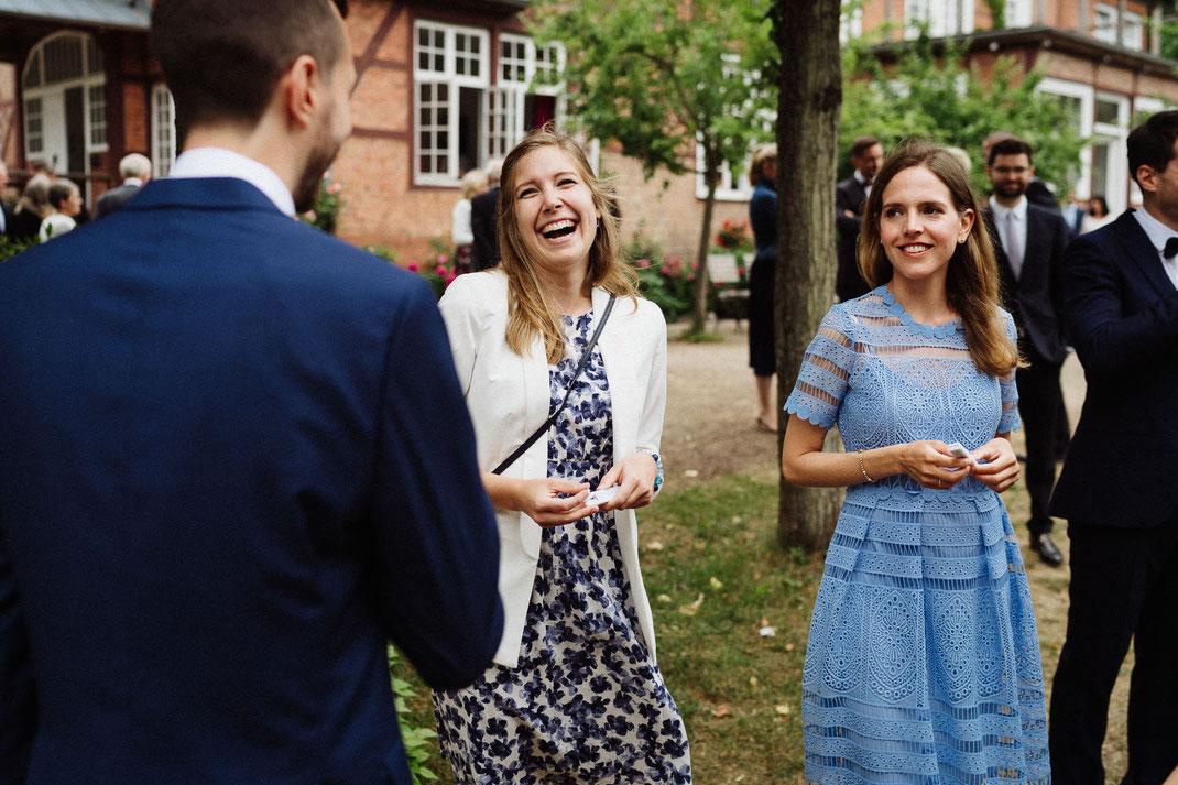 Frauen fröhlich Kleid Sommer Hochzeit Mölln