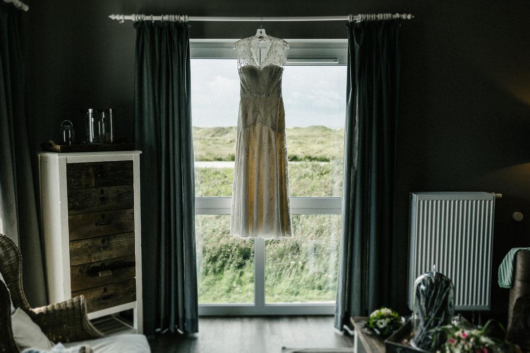 Hochzeitskleid Hotelzimmer Beach Motel Sankt Peter Sommer