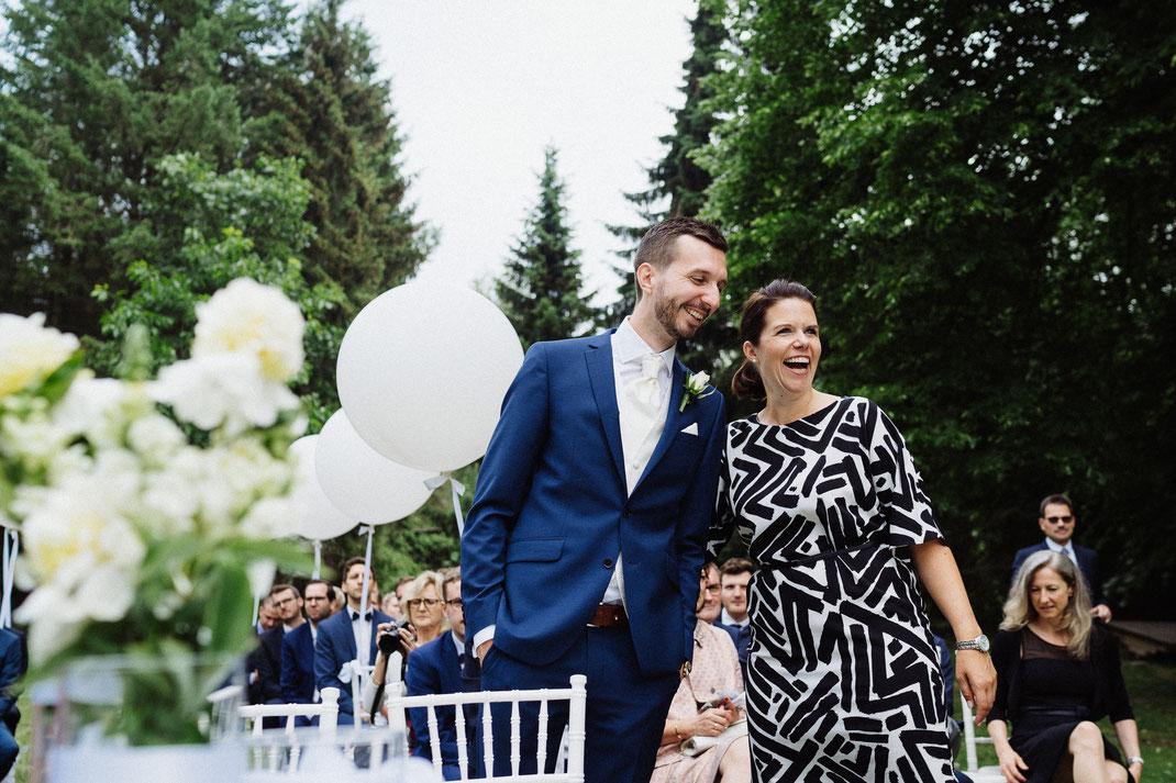 Freude Bräutigam vor Trauung Manuela Bauer