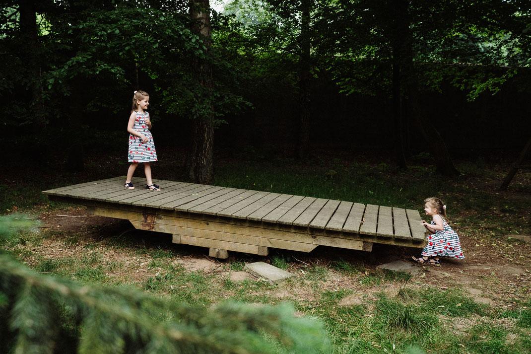 Kinder spielen Hochzeit