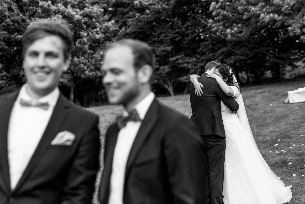 Brautpaar hat Augenblick für sich alleine