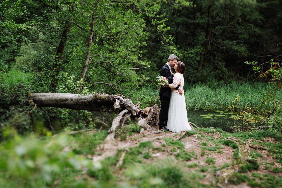 Aumühle Kuss Brautpaar Sachsenwald
