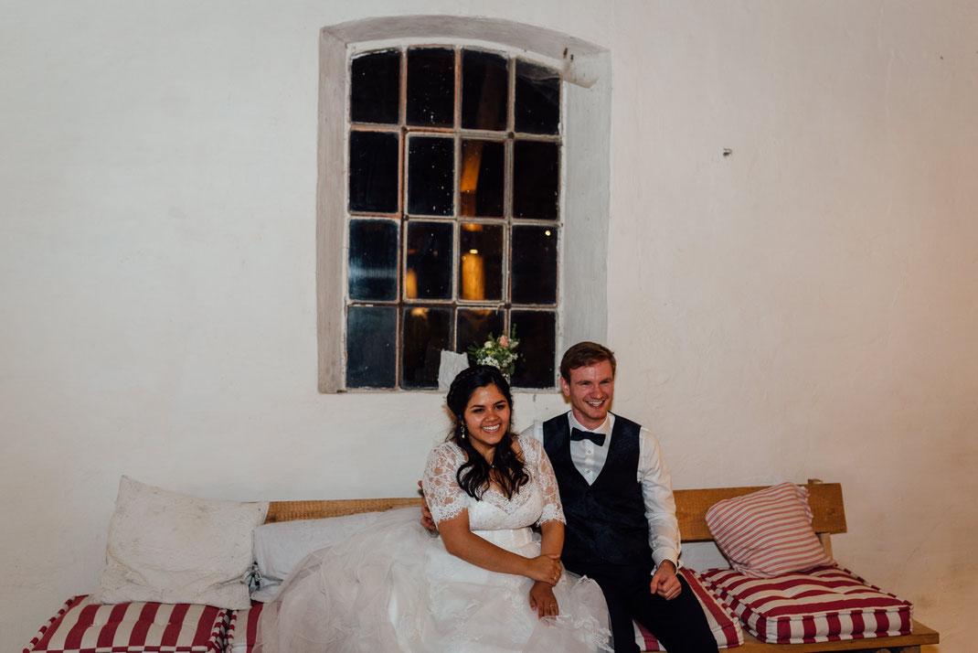 Glückliches Paar am Abend