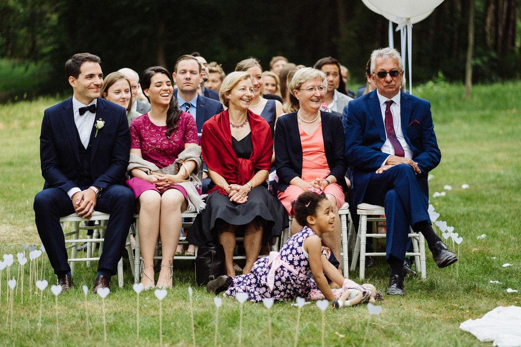 Gäste erste Reihe Kind fröhlich