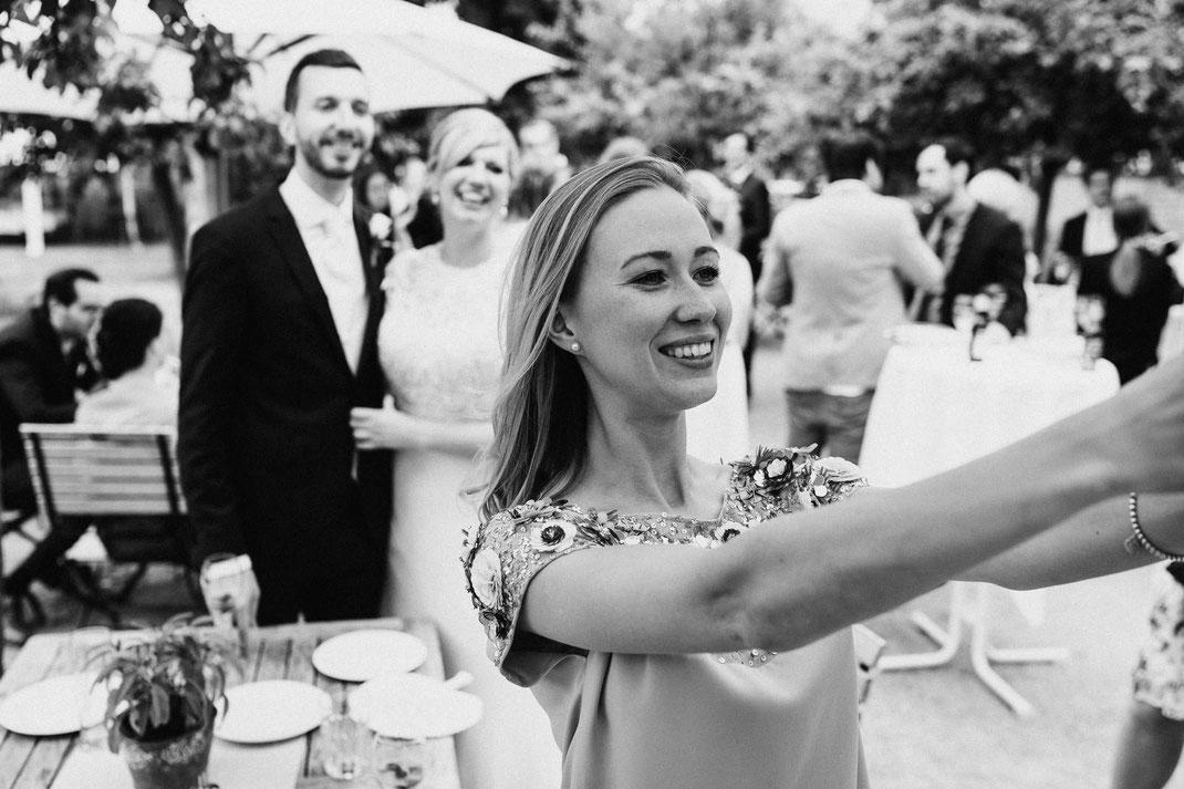 Selfie Braut Hochzeit Freude Schwarz Weiß