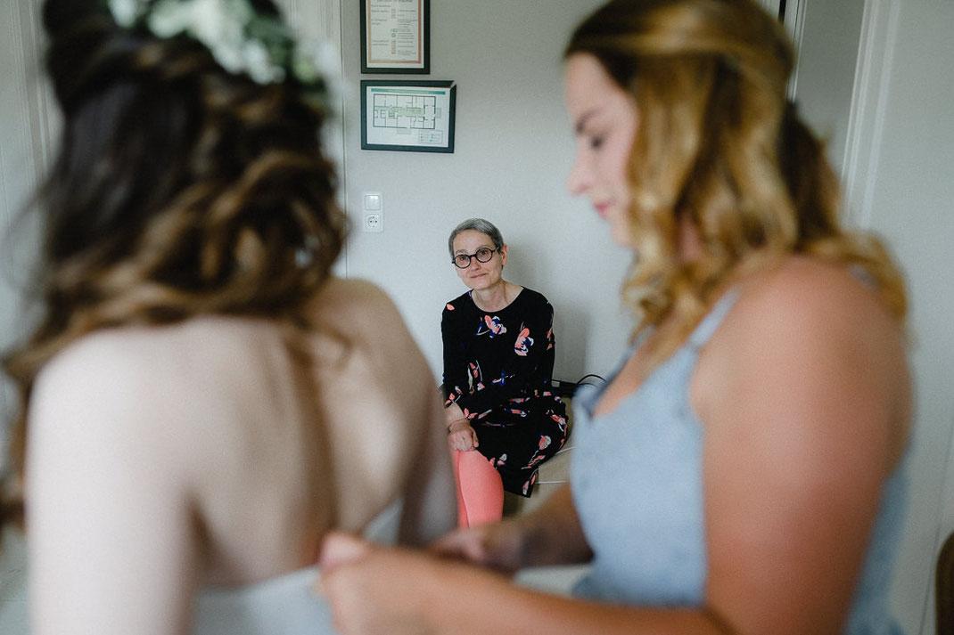 Haare Kleid Mutter gerührt Bildhochzeit
